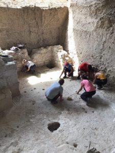 Planteamiento de eje de coordenadas para excavación arqueológica