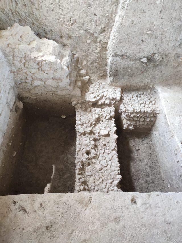 Muro de cimentación ibérico en la villa romana de salar