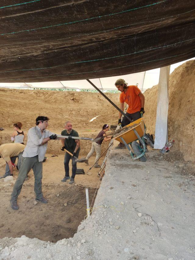 Mucha expectación ante la segunda semana de excavación en Salar