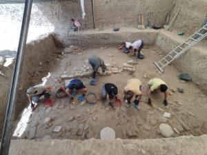 equipo trabajando en Villa Romana de Salar