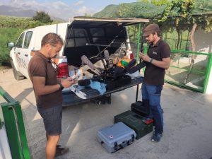 Equipo de investigadores montando el Georadar para prospectar el entorno De la Villa romana de Salar